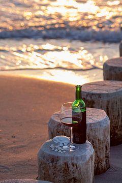 Wijn op het strand van Uwe Merkel
