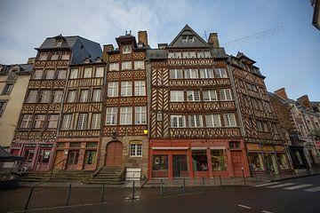 Alte Fassaden im Zentrum von Rennes, Frankreich von Joost Adriaanse