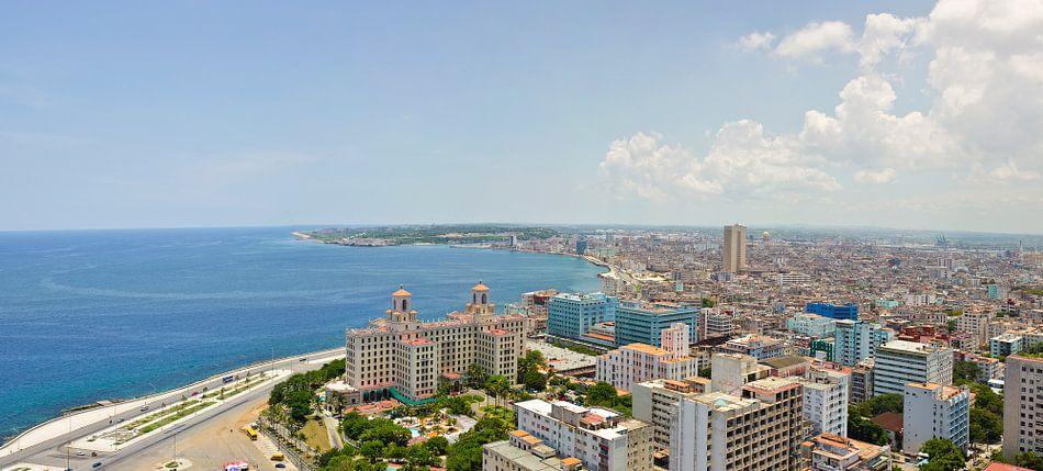 Uitzicht op Hotel Nacional, Havana, Cuba van Robert Lambrix