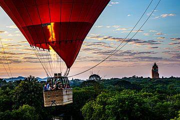 ballonvaart in bagan van Aad de Vogel