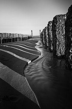 Meereslandschaft in Schwarz-Weiß von Oscar Limahelu