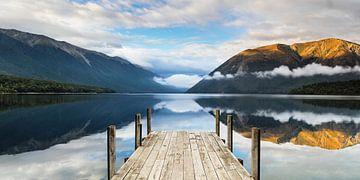 Zonsopgang bij het meer van Rotoiti, Nelson Lakes National Park, Nieuw-Zeeland van Markus Lange