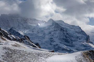Zauberhafter Jungfrau Berg in den Alpen von Ella Schnur