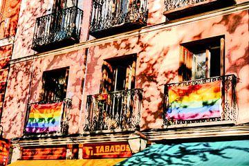 Madrid - Pridevlaggen aan balkon van Wout van den Berg