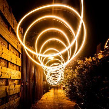 Bewegend warm licht, hoge sluitertijd (lichtkunst) van Jeffrey Steenbergen