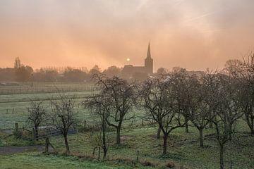 Oranje lucht boven Maurik van Moetwil en van Dijk - Fotografie