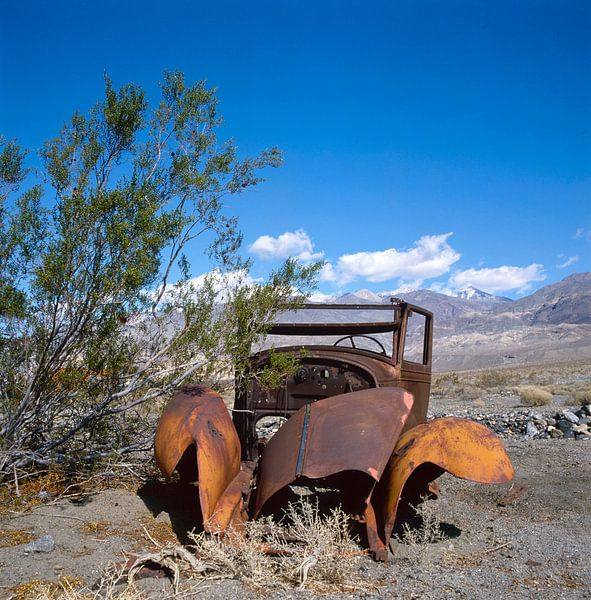 Altes Auto in der Wüste von William Aussie