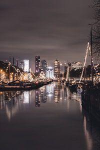 Het Witte Huis, 's avonds in Rotterdam van Joey van Embden