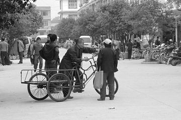 Ouderwets straatbeeld, China van Inge Hogenbijl