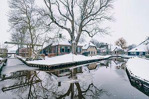 Winter in Dwarsgracht bij Giethoorn met de beroemde kanalen