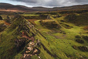 Die magischen Hügel des Fairy Glen auf der Isle of Skye, Schottland von Paul van Putten