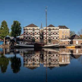 Museumhaven Gouda met spiegeling in de Turfsingel van Gouda op zijn mooist