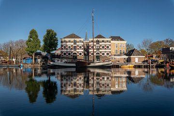 Museumhaven Gouda met spiegeling in de Turfsingel von Gouda op zijn mooist