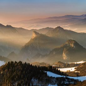 Pieniny foggy panorama van Wojciech Kruczynski
