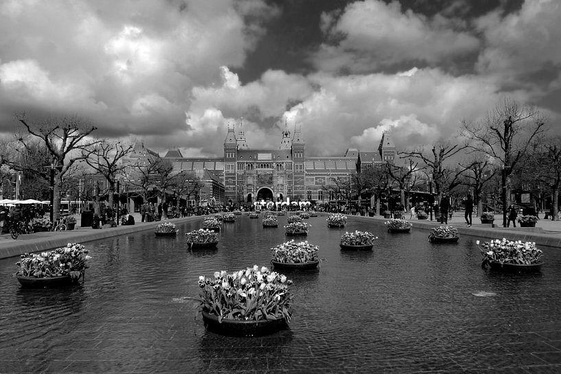 Amsterdam Museumplein met tulpen van Marianna Pobedimova