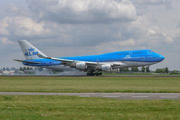 Gelandet! Eine Boeing 747-400 der KLM, (PH-BFV, City of Vancouver) hat ihr Fahrwerk auf die Polderba von Jaap van den Berg