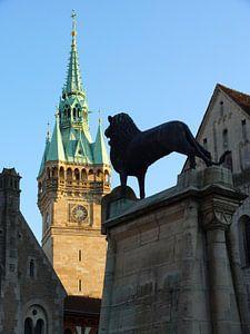 Braunschweiger Löwe vor Rathausturm, Germany