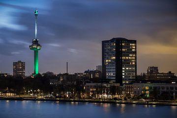 Avondfoto van de Euromast in Rotterdam van