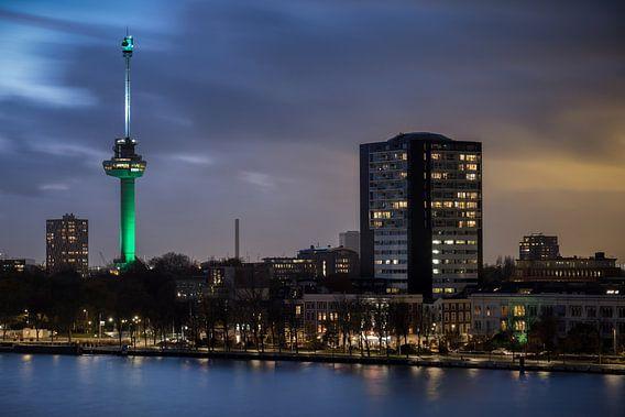 Avondfoto van de Euromast in Rotterdam van Mark De Rooij