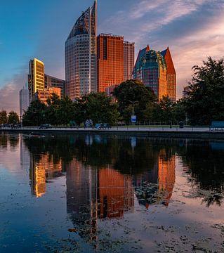 Den Haagse Skyline Reflectie van Kevin Coellen