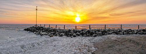 Panorama foto een ijskoude zonsopkomst op Texel / Panorama photo an ice cold sunrise on Texel
