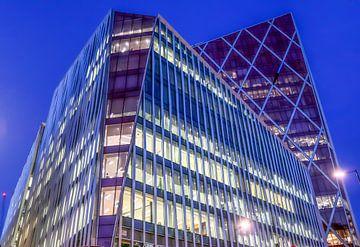 Kantoorgebouw in Londen bij nacht van MPfoto71