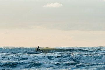 Un surfeur de golf en action au Midsland aan Zee sur Surfen - Alex Hamstra Photography