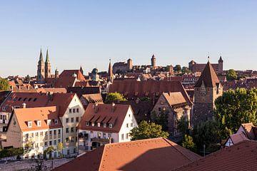 Vieille ville avec le château impérial de Nuremberg sur Werner Dieterich