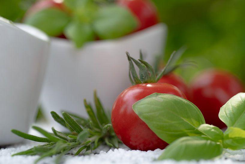 Rode tomaten met verse tuinkruiden van Tanja Riedel