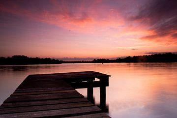 Zonsondergang bij het meer van Lucas Planting