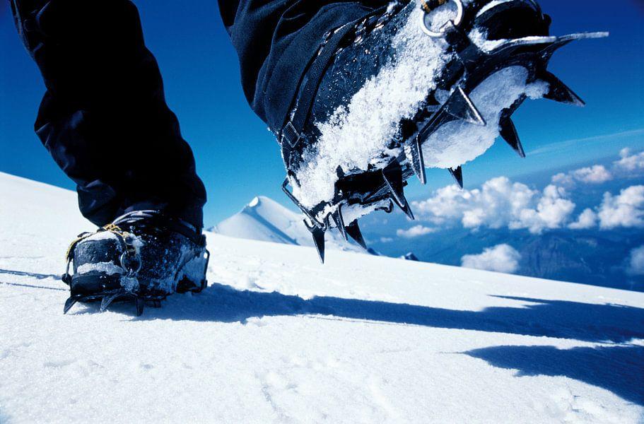 Stijgijzers op de Mont Blanc van Menno Boermans