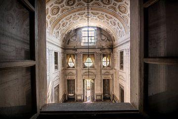 De ingang van een italiaanse villa van Aurelie Vandermeren