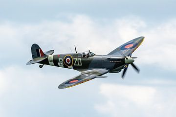 Spitfire flyby van Sterkenburg Media
