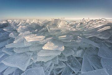 Kruiend ijs aan het Markermeer van Original Mostert Photography