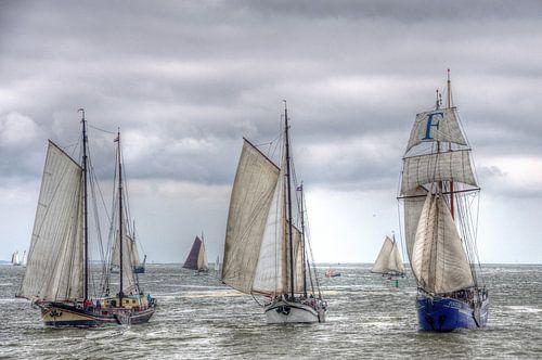 Zeilschepen op de Waddenzee richting Harlingen van Watze D. de Haan