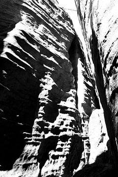 Rotsen in sterk contrast van Tamara Photography