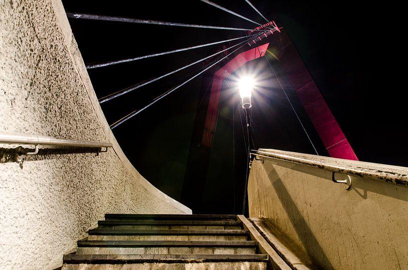 Trap naar de Willemsbrug in Rotterdam van Maurice Verschuur