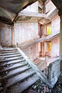 Grandiose Escalier abandonné. sur Roman Robroek