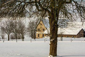 Boerderij Bulkem in de sneeuw bij Simpelveld van John Kreukniet