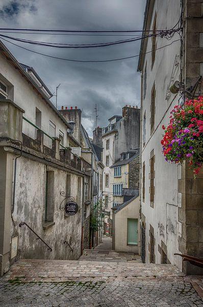 Een straatje in Morlaix(Bretagne). van Don Fonzarelli
