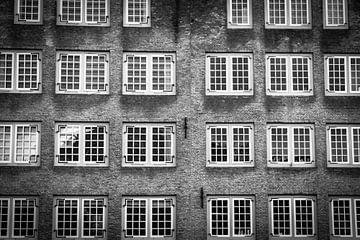 Een raamwerk van een oud pakhuis von Petra Brouwer