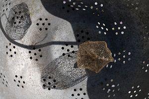 Compositie in oude vergiet van Paul Nieuwendijk