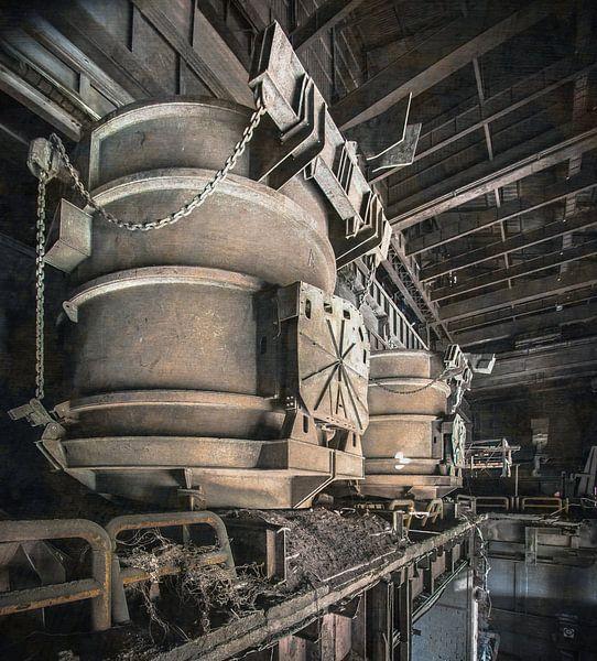 Scrap buckets steelplant van Olivier Van Cauwelaert