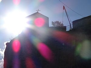 De Katskhi pilaar in Georgië van