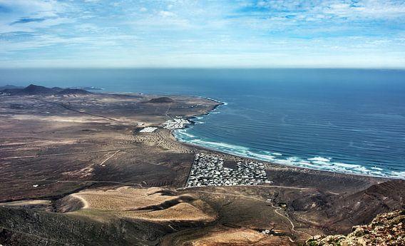 Famara, het surfers paradijs van Harrie Muis