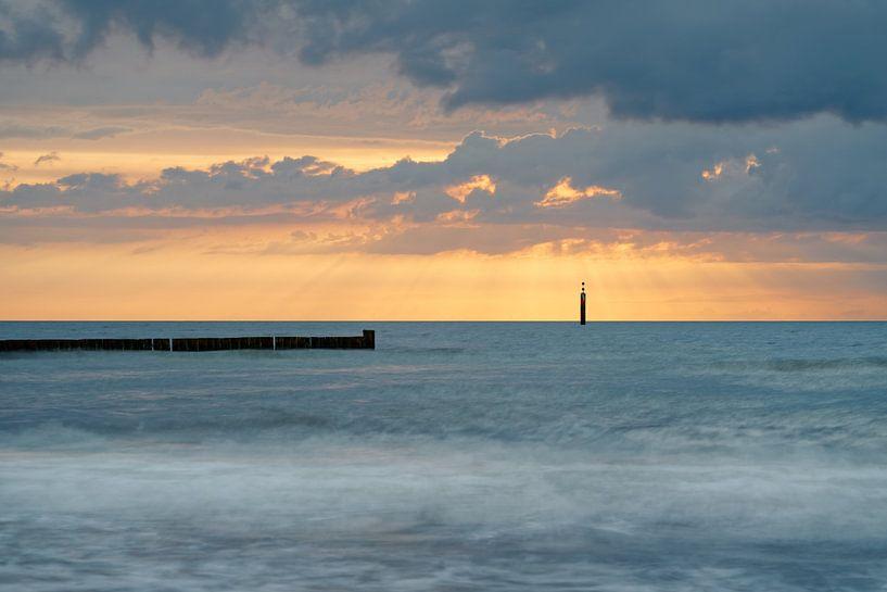 Oostzeekust bij zonsondergang van Ralf Lehmann