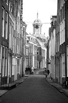 Straatje in Middelburg von Cees van Valen