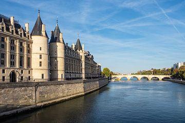 Blick auf die Conciergerie an der Seine in Paris, Frankreich von Rico Ködder