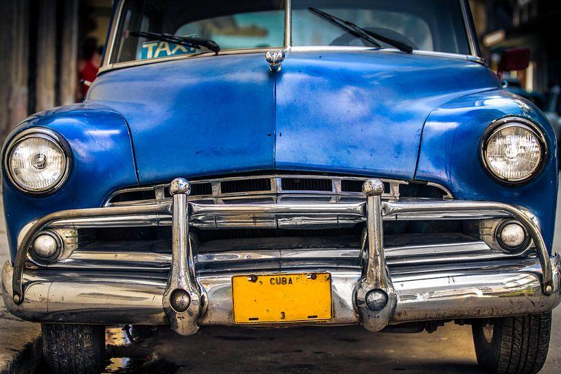 Klassieke auto in de straat van Havana, Cuba van Jan van Dasler