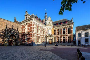 Academiegebouw aan het Domplein in Utrecht  in kleur van De Utrechtse Grachten